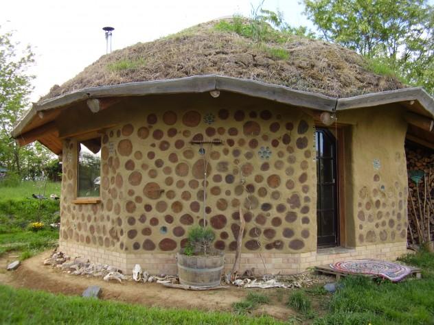Kedvenc ház falba épített farönkökkel :-)